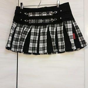 Tripp NYC white and black plaid pleated mini skirt